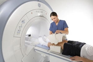 Пройти магнитно-резонансную томографию коленного сустава маклюра мазь при воспалении суставов