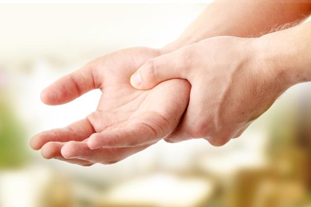 Чем лечить гигрому на лучезапястном суставе